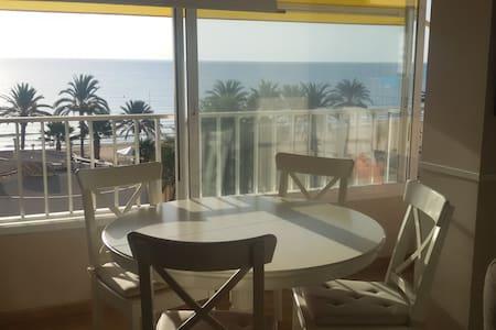 Apartamento vistas al mar a menos de 50 m del mar - Urbanova - Lejlighed