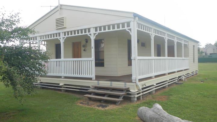 Leyburn Motel - cabin four (house) - sleeps six