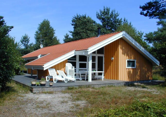 Spacious cottage near woods & beach - Aakirkeby - Cabin