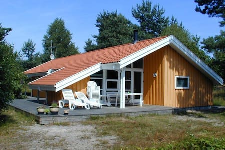Spacious cottage near woods & beach - Kabin
