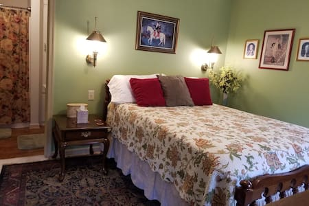 Lewis Room with a queen size bed & Yorktown accents