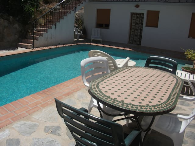 Charming village, great views, pool - Pinos del Valle - Casa