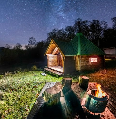 Rydal C3, Romantic woodland log cabin log  fire
