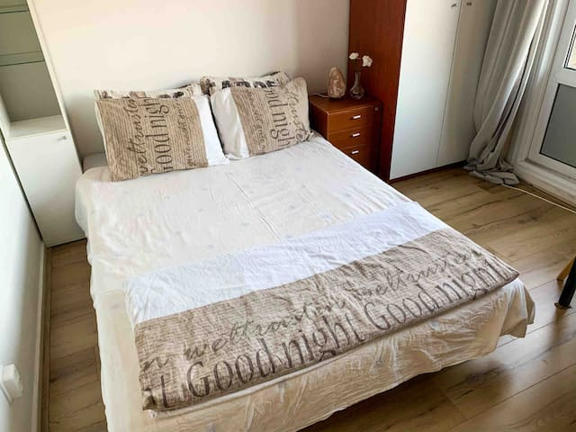 Double Room - Central - FREE PARKING - balcony