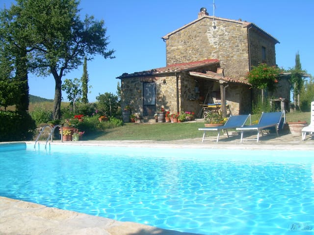 Restored farmhouses with large garden and pool - Sorano - Rumah