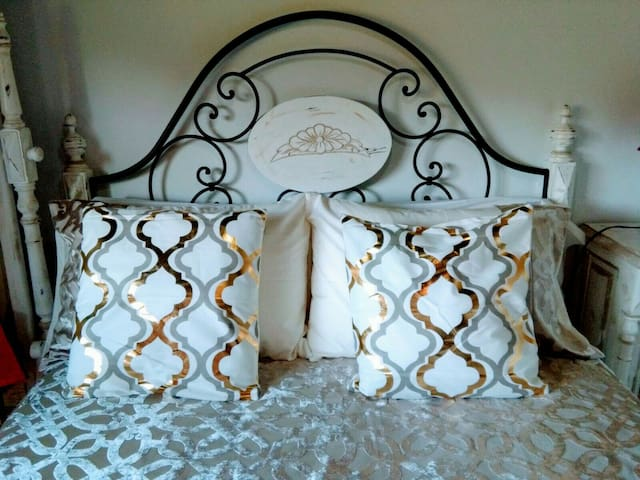 CHIC BEDROOM/WITH LIVING ROOM/BATH/PANTINBEACH
