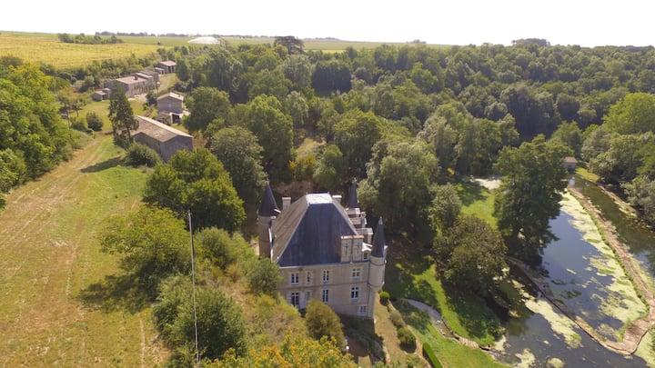 Chateau des Loups - La Maison de Gardien