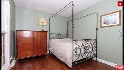Comfortable private room near Elgin O'hare express