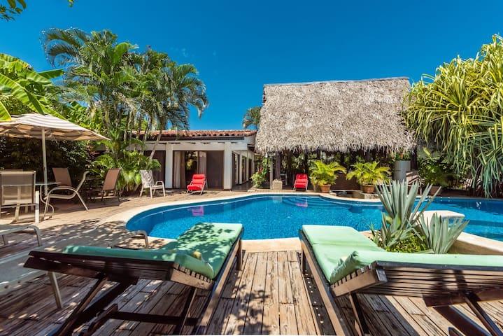 Hacienda JJ  Tamarindo - Tamarindo - Bed & Breakfast