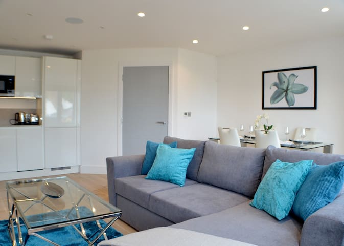 Stunning Two Bed Apartment By Ealing Studios