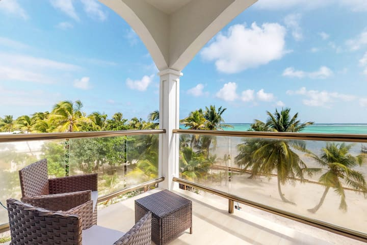 Oceanfront condo w/ shared pool - gorgeous views from the balcony!
