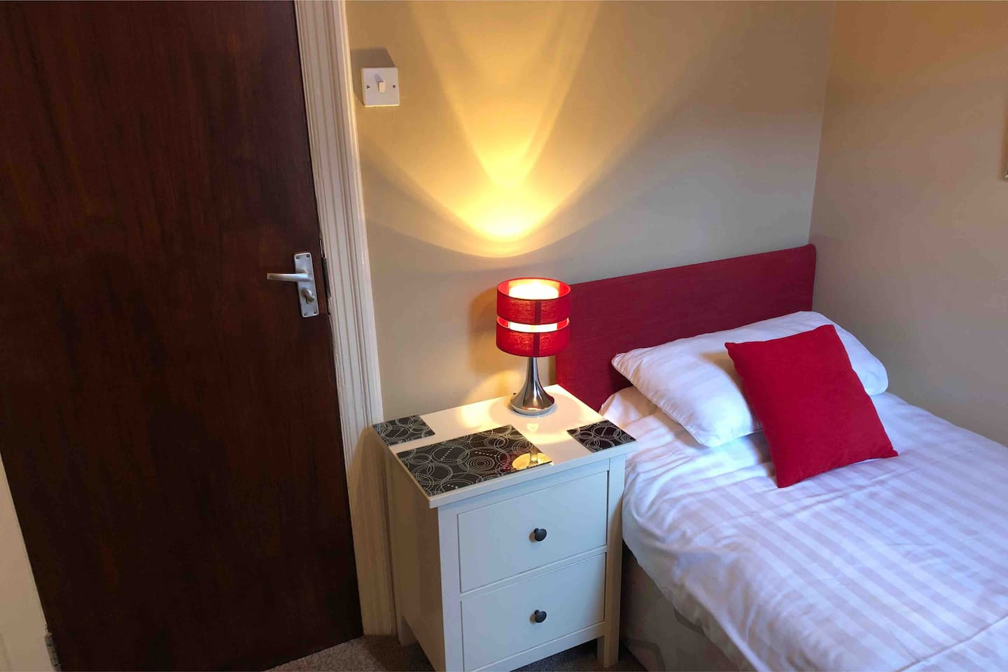 Bedroom with single bed and en-suite shower room. TV plus tea and coffee making facilities.