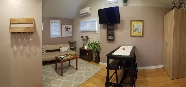 Summer's Night Cottage (1 BR Downtown Suite)