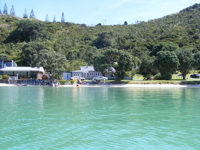 Beach Front in Private Bay - Wyuna Bay - บ้าน