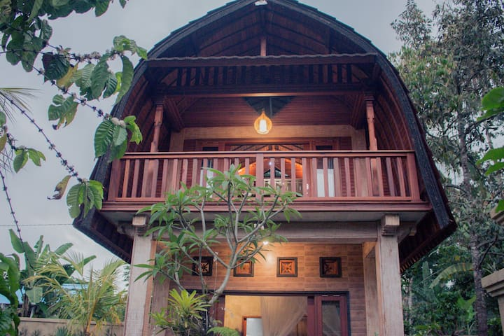 Traditional Bali Coconut Oil House ( Upstairs )