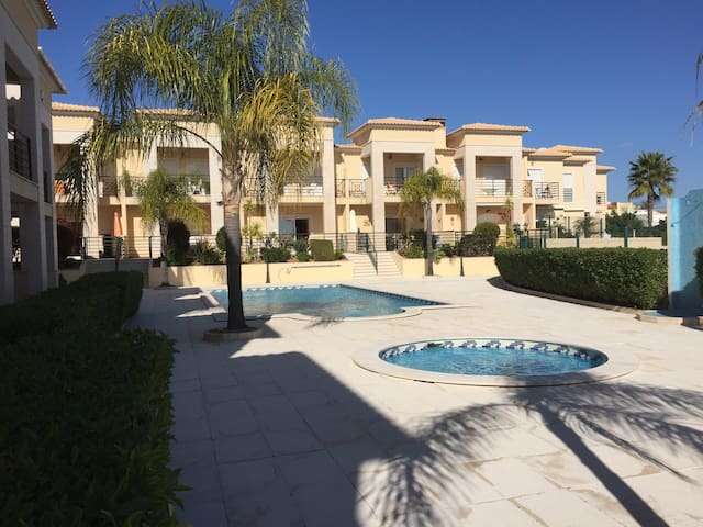 TYY Apartments-Duplex; Pool, Villa, Beach. - Albufeira - Hus