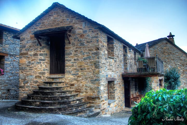 La borda de Mery, casa rural superior, Pirineo.