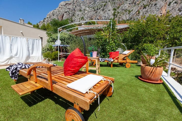Villa Ana *** villa in Makarska, heated pool