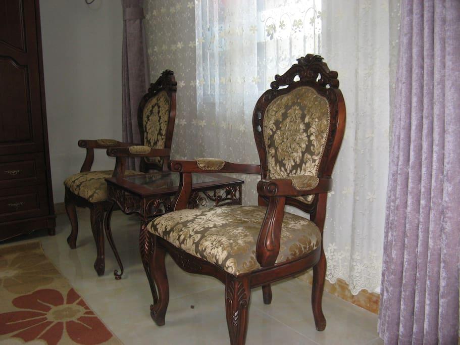 胡桃木实木椅子