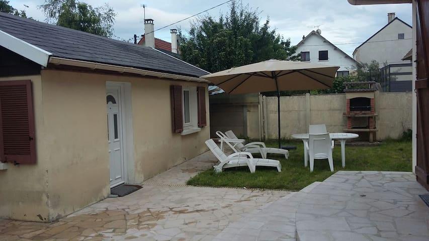 Dépendance de charme - Roissy-en-Brie - House