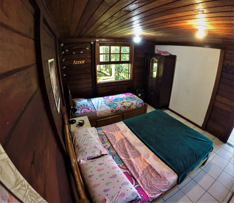 Room downstairs with a doble and single bed