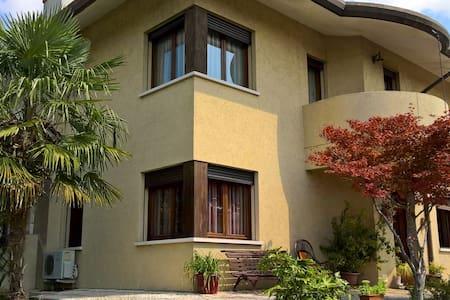 camera in casa solare - Spresiano