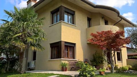 camera in casa solare