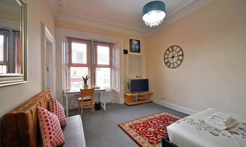 94 houseRoom @4 / 94 North High Street Musselburgh