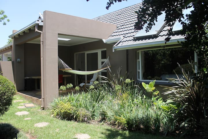 Private garden flat/cottage in Rivonia, Sandton