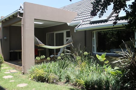 Private garden flat/cottage in Rivonia, Sandton - Sandton
