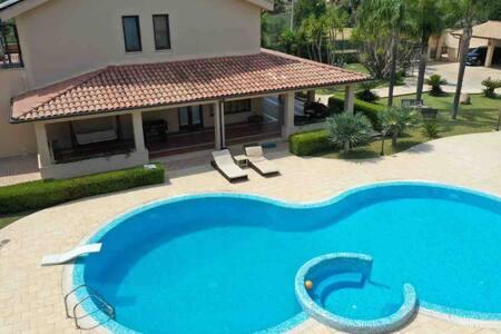 Villa , relax , piscina ad uso esclusivo, jacuzzi