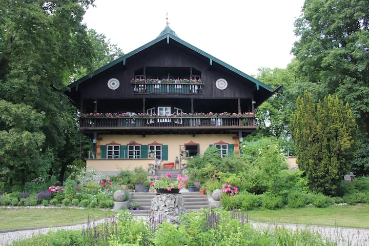 "Villa Zollhaus Bed & Breakfast DZ ""Linde"""