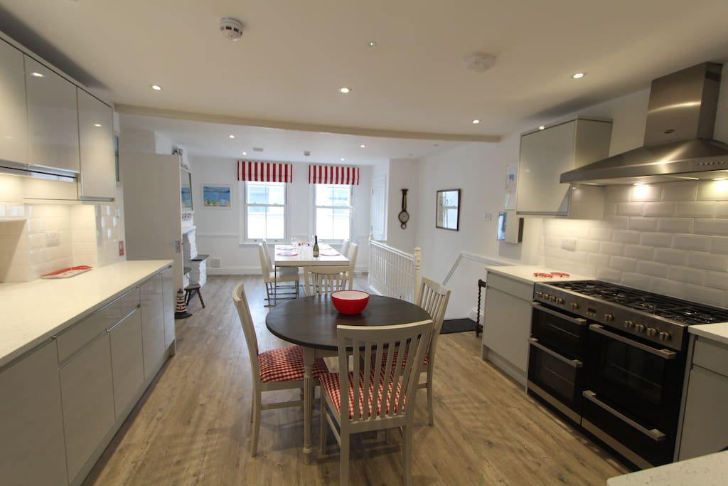 Open Plan Kitchen & Dining