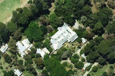 BUNGALA HOUSE 1856: WING IN HISTORIC MANSION - Yankalilla - Bed & Breakfast