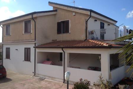 STANZA COMODA E SILENZIOSA - Partinico - Apartment