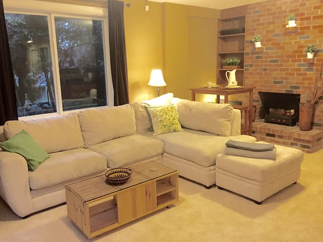 Spacious Haven ~Walk to Microsoft~ No Cleaning Fee - Bellevue - Gästehaus