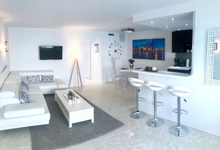 SUPERB RENOVATED APT IN SOUTH BEACH WITH BALCONY