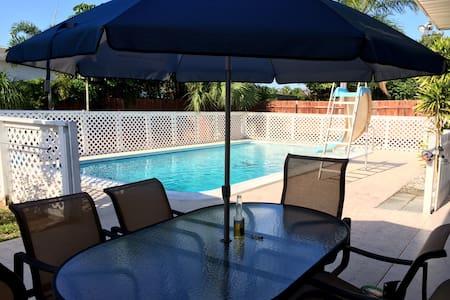 Best Family / Golfer vacation getaway - Lantana - House