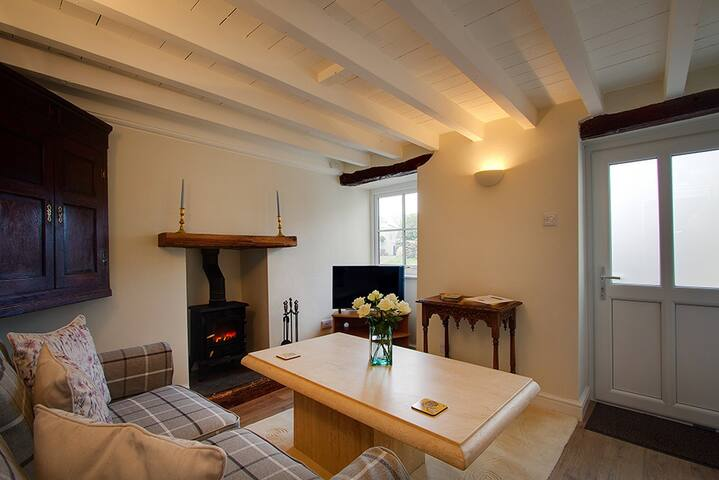 Little Rose Cottage, Luxury for Two, west Cumbria