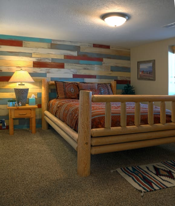 Navajo room  - Soft comfortable queen size bed with a window that looks out at the beautiful mesa behind our home.