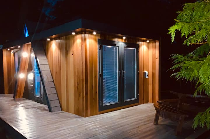 Unique, luxury accommodation with new BBQ cabin