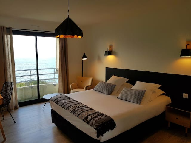 Large room with stunning seaview