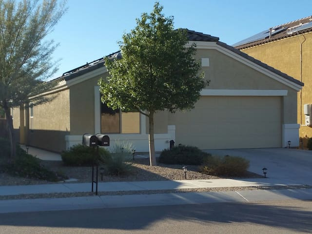 Beautiful new home waiting for you! - Tucson - Huis