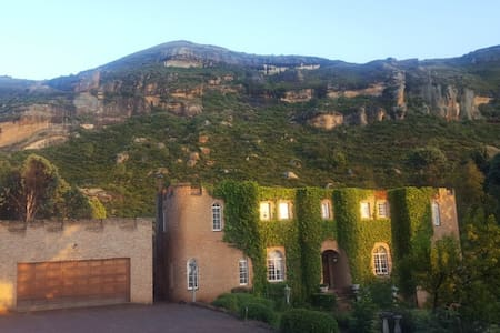 Camelot Bed and Breakfast  Clarens