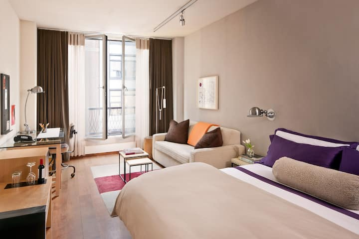 Studio King Room | 5th Ave | Full Sofabed