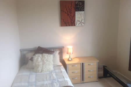 Single room in shared house. - Clophill