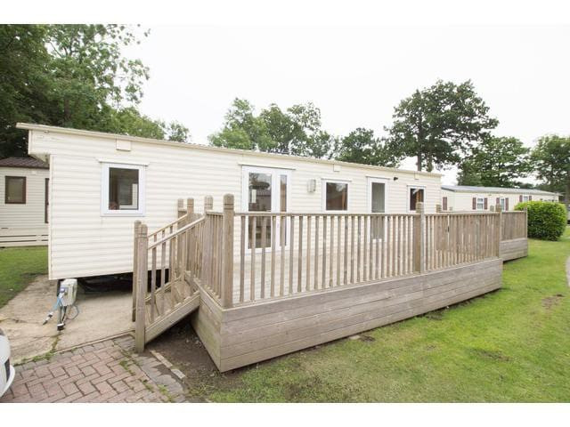 2 Bed, 6 Berth with large decking 60080 Mallard