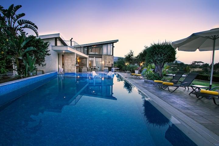 Modern Bungalow-Villa, Impressive Huge Pool
