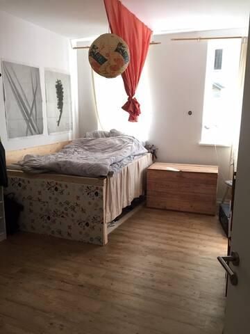 Ruhiges Zimmer in sanierter Wohnung - Lindenau