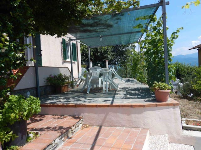 Casa indipendente con grande giardino